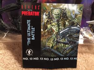 NECA AVP 2 PACK Comic cover